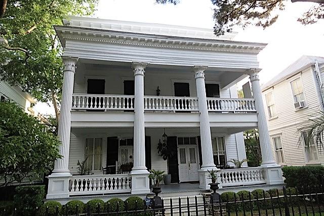 Home near John Rutledge House.